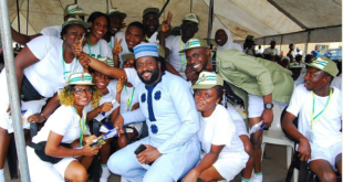 Desmond Elliot Hangs Out With Corpers In Lagos